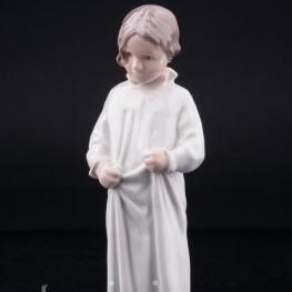 Фарфорвая статуэтка Девочка в ночной рубашке, Bing & Grondahl, Дания, 1970 гг.