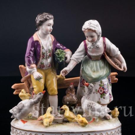 Фарфорвая статуэтка Дети, кормящие домашних птиц, Volkstedt, Германия, до 1935 г.